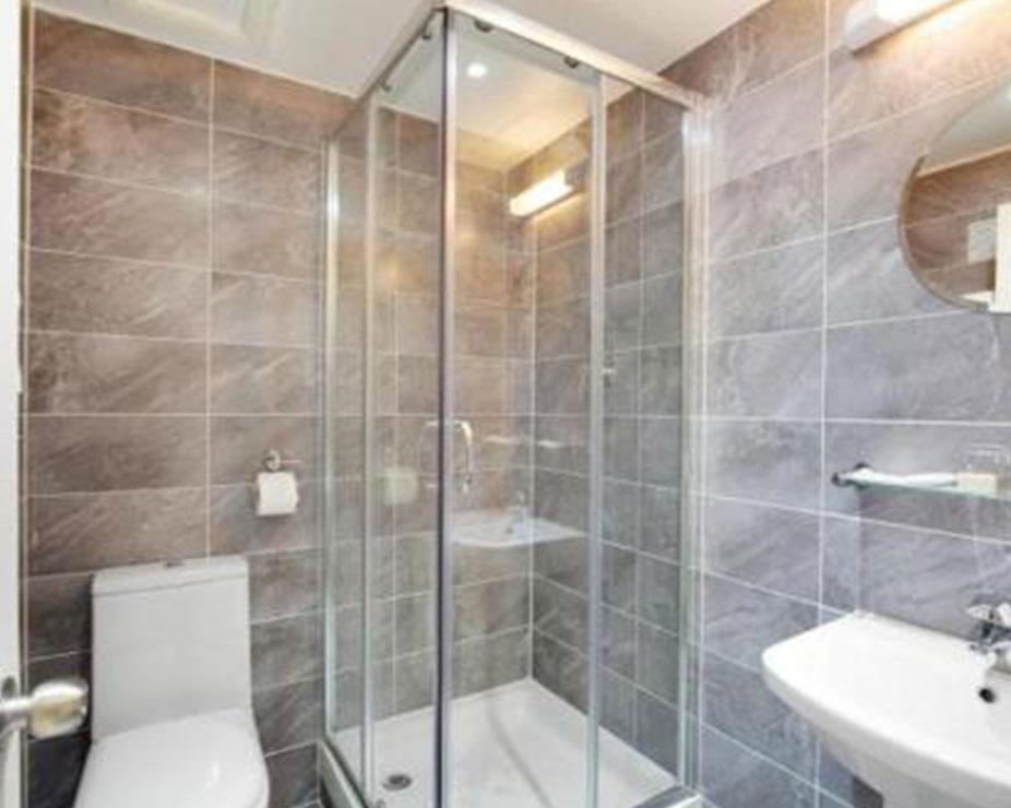 Triple room bath